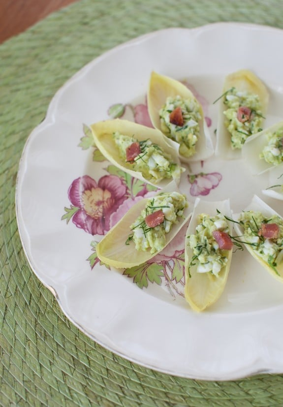 Avocado Egg Salad Endive Bites with bacon on simplebites.net