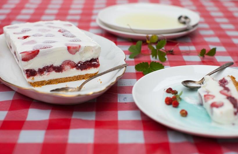 Strawberry Ice Cream Cake on www.simplebites.net