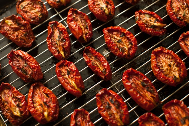 Preserving oven roasted tomatoes on simplebites.net