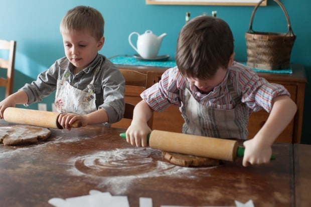 The after school gingerbread project: 5 simple steps. 2 happy kids. 1 edible house. www.simplebites.net