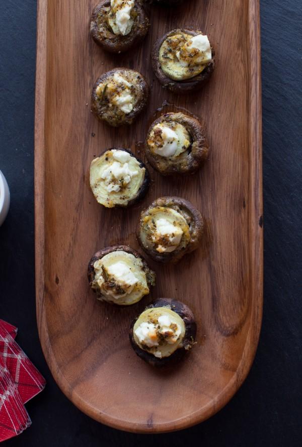 Mediterranean Stuffed Mushrooms // www.simplebites.net #recipe #appetizer #glutenfree #vegetarian