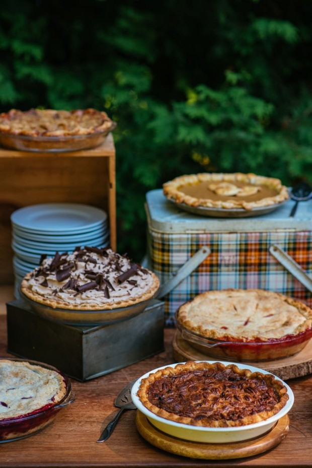 How to host an outdoor pie social || Simple Bites #gatherings #entertaining #pie